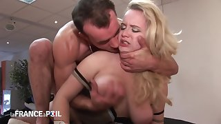 La France A Poil - Horny Guy Sits On Blondes Face