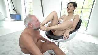 Short haired blackness babe Yasmeena has her feet licked by older defy